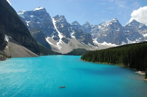 beautiful-blue-water-boat-lake-mountain-water-Favim.com-90028
